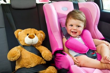 дети в легковом автомобиле